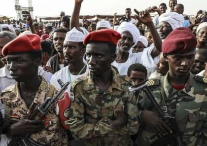 """فيديو.. لحظة انتشار الدبابات في العاصمة السودانية على خلفية محاولة """"انقلاب"""""""