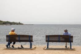 العالم يرفع العزل.. عودة عجلة الدوري الألماني والشواطئ اليونانية تستقبل زوّارها