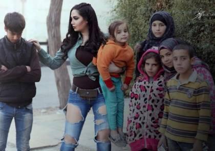 صور: انتقادات لممثلة سورية بعد تضامنها مع فقراء بملابس مثيرة