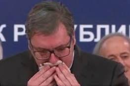 شاهد : الرئيس الصربي يكاد يختنق وهو يسعل بلا توقف أثناء مؤتمر حول كورونا