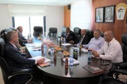 """أبو هولي يبحث مع مسؤول أميركي أوضاع اللاجئين وأزمة """"الأونروا"""" المالية"""