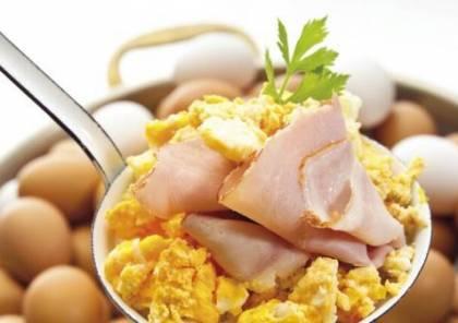 ما خطر تناول البيض بكميات كبيرة؟