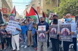 وقفة مساندة للأسيرين ناصر أبو حميد وعلاء الأعرج في طولكرم