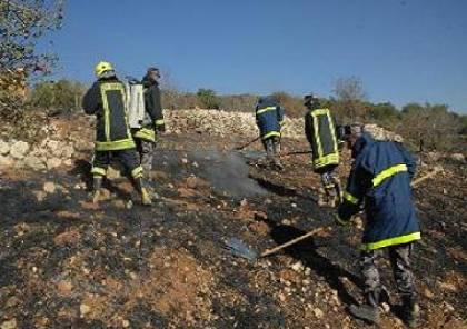 الدفاع المدني يُخمد حريقاً في جنين وينفذ حملة لإزالة الأشجار