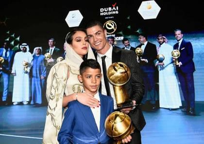 رونالدو وجورجينا يهنئان متابعيهما بأعياد الميلاد من دبي (صورة)