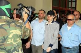 أولمرت يهاجم جلعاد شاليط: خرج مستسلمًا رافعًا يديه بدلاً من رفع سلاحه