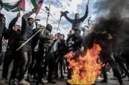شبان يزيلون بوابة حديدية ومكعبات اسمنتية على مدخل قرية دير نظام