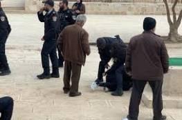 القدس: قوات الاحتلال تعتدي على المصلين في الأقصى وتعتقل خمسة شبان وفتاة