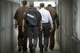 إدارة سجون الاحتلال تشرع بتنفيذ حملة إجراءات تنكيلية بحق الأسرى