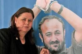 """فدوى البرغوثي تزور زوجها القيادي مروان وتطمئن الجميع بقولها: """"لنا لقاء قريب"""""""