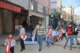 """اطفال """"كشافة يافا"""" يوزعون خارطة فلسطين التاريخية في مخيم بلاطة"""