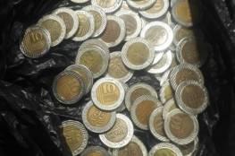 """المباحث في معبر رفح: ضبط """"سيدة"""" بحوزتها مبلغ مالي مزوّر من فئة 10 شيكل"""