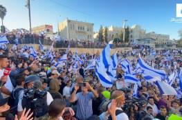 شاهد: مئات المستوطنين يقتحمون باب العامود… وشتائم ضد النبي محمد والمقاومة