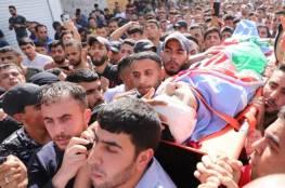 الاف الفلسطينيين في مخيم الفوار يشيّعون جثمان الشهيد قيسية الى مسقط رأسه بالظاهرية