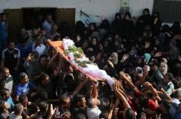 غزة المذبوحة الغاضبة تودع شهداءها السبعة وتطالب بالانتقام لمجزرة الجمعة