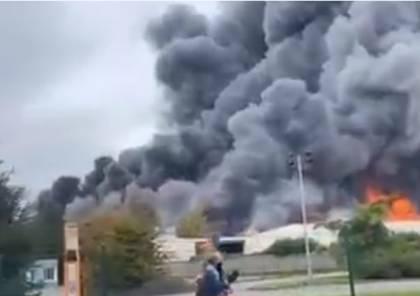 فيديو لحريق هائل داخل مستودع قرب ميناء في فرنسا