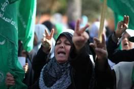 صور : نساء في غزة ينددن بزيارة بنس