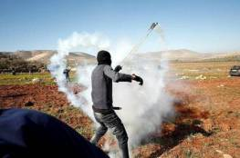 6 إصابات بالرصاص والعشرات بالاختناق بمواجهات مع الاحتلال في المغير برام الله