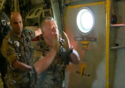فيديو: عبد الله الثاني يشرف على تدريب القفز بالمظلات لعناصر القوات الخاصة الأردنية