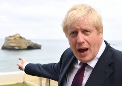 صحيفة بريطانية: جونسون كاد أن يغرق في البحر
