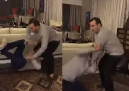 أحمد السقا يعتدي بالضرب على أحمد فهمي!