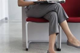 احذر من وضع ساق على ساق عند الجلوس