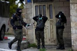 الشرطة الفلسطينية بلباسها العسكري و سلاحها تنتشر بأطراف القدس بالتنسيق مع إسرائيل