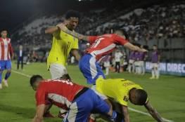 """شاهد: مباراة باراغواي وكولومبيا تتحول لحلبة للـ""""تايكوندو"""""""
