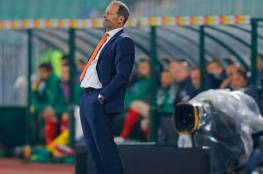 رسمياً.. الاتحاد الهولندي لكرة القدم يقيل مدربه