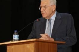 """وفاة """"أنيس القاسم"""" رئيس اللجنة القانونية في المجلس الوطني الفلسطيني سابقًا"""