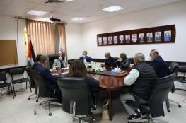 """رام الله: تفاصيل اجتماع وزيرة الصحة مع لجنة """"لقاحات كورونا"""""""