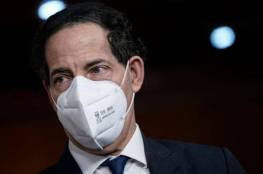 رئيس الادعاء في محاكمة ترامب لا يستطيع حبس دموعه أمام مجلس الشيوخ (فيديو)