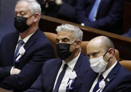 موجة انتقادات واسعة لحكومة بينيت بعد الموافقة على تحويل المنحة القطرية