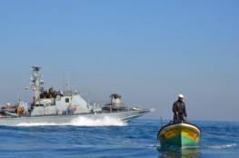 الاحتلال يعتقل 4 صيادين ويستولي على قاربين في بحر رفح