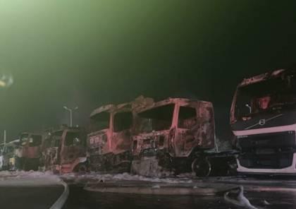 حريق هائل يطال عددا من الشاحنات بحيفا (فيديو)