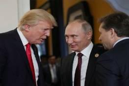 """""""السكرتيرة"""" تكشف بماذا همس ترامب لبوتين خلال لقائهما"""