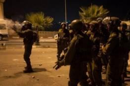 قوات الاحتلال تعتقل طفلا وشابا من مخيم قلنديا