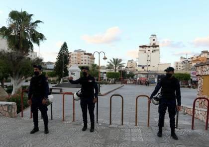 شاهد: الشرطة بغزة تنفذ قرار الإغلاق لمنع الازدحامات خلال عيد الفطر