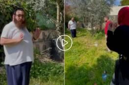 """""""إذا لم أسرقه فسيسرقه غيري"""".. مستوطن متطرف يقتحم منزل فلسطينية بالقدس (فيديو)"""