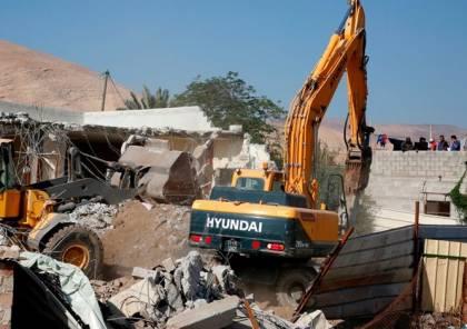 قوات الاحتلال تهدم جدار منزل قرب الحرم الإبراهيمي في الخليل