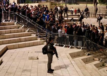 قناة عبرية: الشاباك ضغط باتجاه إزالة الحواجز من باب العامود.. لهذا الهدف