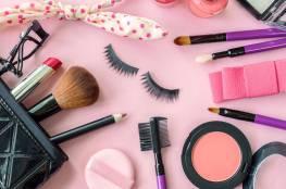 ماذا يحدث لوجهك عند وضع مستحضرات التجميل يوميا