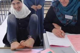 """صور : الطالبة آية """"بدون يدين"""" تتقدم لامتحانات الثانوية العامة بغزة بكل تحدي وارادة"""