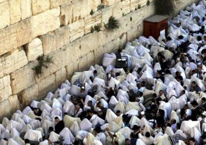 """نحو 400 مستوطن يقتحمون المسجد الأقصى بمناسبة """"عيد العرش"""" اليهودي"""