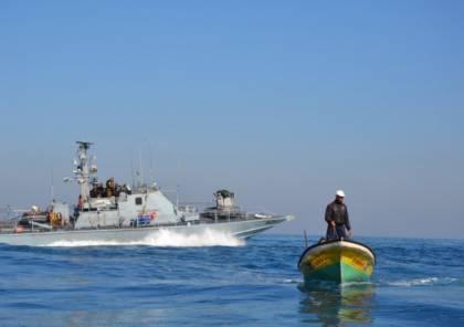 الارتباط ينفي ..الاحتلال يطرد صيادي غزة من البحر ويُقلّص مساحة الصيد الى 5 ميل