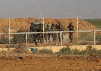 الاحتلال يعيد شابًا إلى غزة بعد اعتقاله لساعات