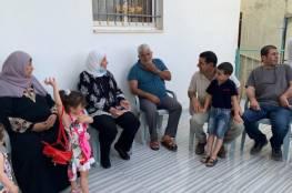 غنام تزور عدد من عائلات الأسرى في دير عمار وبيتلو وجمالا