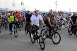 السيسي على دراجة هوائية في خضم أزمة سد النهضة ..فيديو