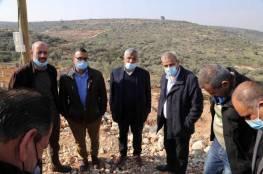 افتتاح مشروع تأهيل أراضٍ زراعية وتسليم مشاريع ضمن خطة العنقود الزراعي في قلقيلية