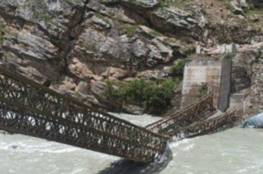 تساقط صخور ثقيلة على مركبة تودي بحياة 8 سياح في الهند (فيديو)